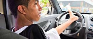 Motorista sem braços faz exame de direção e tenta CNH em Manaus