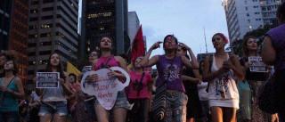 Manifestantes protestam na Avenida  Paulista pelo direito ao aborto
