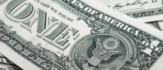 Bolsa recupera 62 mil pontos e dólar  volta a valer R$ 3,30