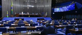 Greve esvazia Congresso e gera corrida de políticos ao aeroporto