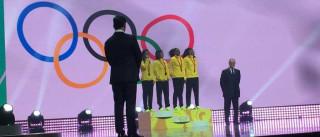 Revezamento do Brasil recebe medalha  olímpica de Pequim-2008