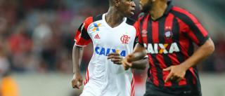 Com Vinícius Jr., Flamengo empata com o Atlético-PR em Curitiba