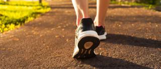 5 maneiras de queimar mais calorias na caminhada