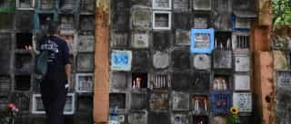 Paulistanos enfrentam assédio e desinformação ao enterrar parentes