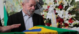 Lula chora em velório e faz homenagem a ex-assessor