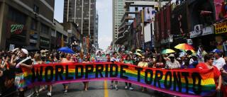 Após veto de Trump, Canadá convida trans  a se alistarem no exército