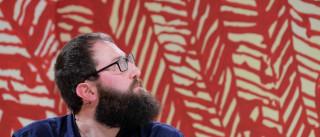 Em mesa sem entrosamento, Fuks aponta  crise na invenção literária