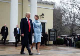 Vestindo Ralph Lauren, Melania Trump revive estilo Jackie Kennedy