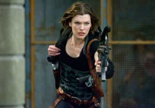 """Milla Jovovich resume saga  """"Resident Evil"""" em 3 minutos; veja"""