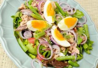 Faça Salada Niçoise e molho de mostarda e mel, refrescante e nutritiva!