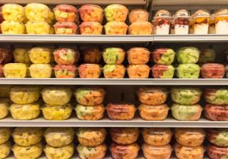 Comprar frutas já cortadas é saudável?