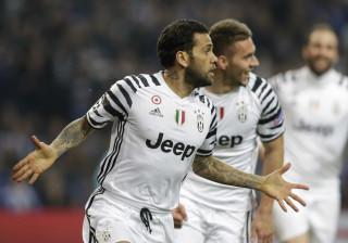 Dani Alves marca e Juventus bate  Porto pela Liga dos Campeões