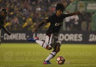 Atlético-PR supera Capiatá e avança na Libertadores