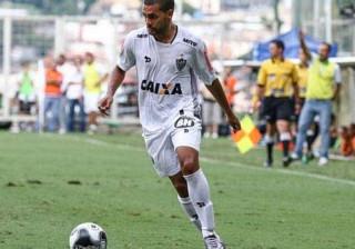 Clayton comenta sobre 'sonho' de vestir camisa do Corinthians