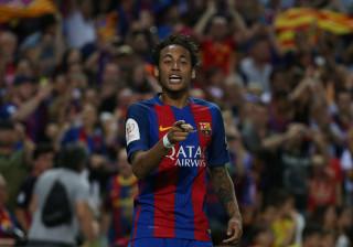 Neymar chega ao seu 10º título com a camisa do Barcelona