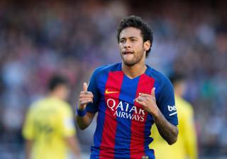 Neymar aparece com novo corte de cabelo e resultado divide opiniões