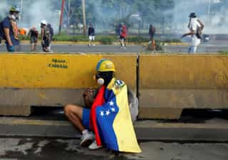 Jovem é morto em protesto em Caracas;  vítimas em atos somam 75