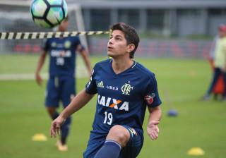 Sem chances no Flamengo, Conca entra na mira de São Paulo e Sport