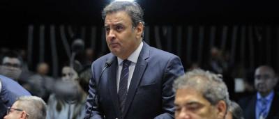 Barbosa não reconhece erros e nem faz mea culpa sobre economia, diz Aécio