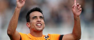 Jadson pede R$ 650 mil de salário e R$ 10 mi de luvas ao Corinthians