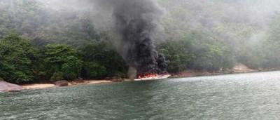 Incêndio atinge embarcação de  luxo no Guarujá, litoral de SP