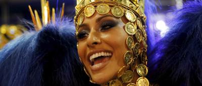 Veja os looks que fizeram Sabrina Sato brilhar no Carnaval