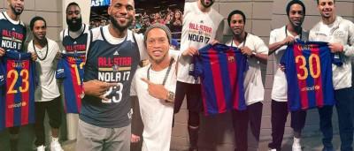 Ronaldinho Gaúcho tieta e é tietado por astros da NBA nos EUA
