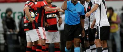 Luis Fabiano teria chamado árbitro de 'safado e moleque'