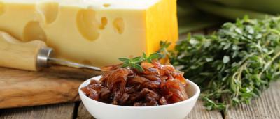 Dica para quem gosta de cebola: confitada em café e vinho do Porto