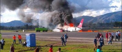 Boeing pega fogo durante pouso em aeroporto no Peru