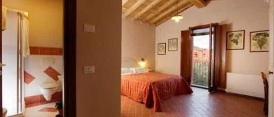 Mariana e Cauã namoram muito em jantar romântico na Toscana; detalhes!