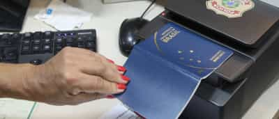 PF recebe dinheiro para normalizar  emissão de passaportes