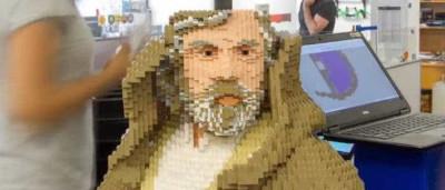 Time-lapse mostra construção de Luke Skywalker de Lego em tamanho real
