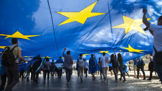Líderes europeus se reúnem hoje para endossar acordo do 'Brexit'