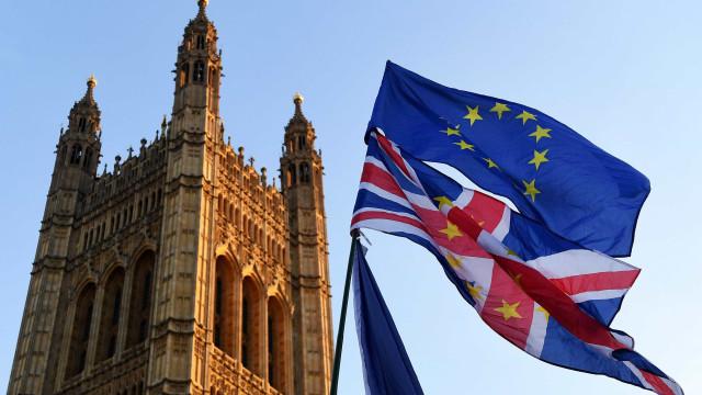 Parlamento britânico aprova lei para saída da União Europeia