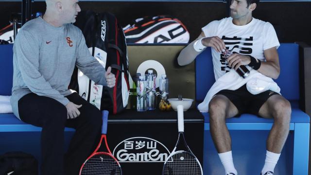 Andre Agassi deixa de ser treinador de Novak Djokovic