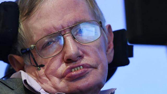 """Educação e ciência """"estão em perigo"""", alerta Stephen Hawking"""
