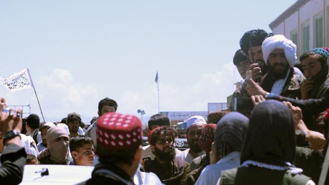 Atentado no Afeganistão deixa 25 mortos e dezenas de feridos