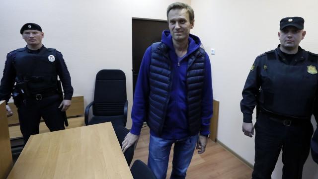 Opositor russo é libertado após ficar um mês e meio preso em Moscou