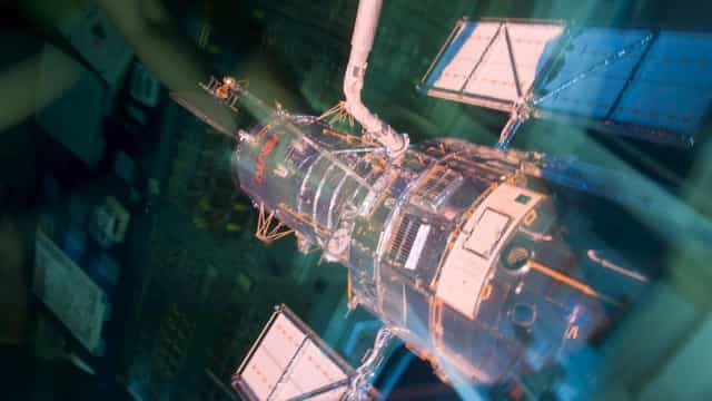 Após semanas quebrado, telescópio Hubble retoma atividades