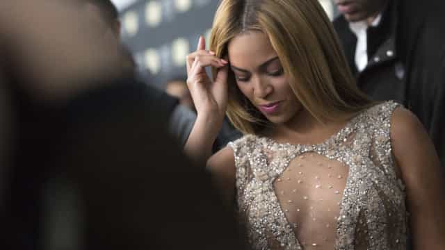 Beyoncé desfruta de momento relaxante com a família numa viagem de iate