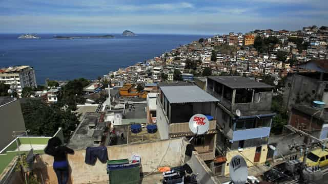 Militares fazem operação em favelas dominadas pelo CV no Rio