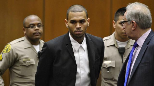 Chris Brown nega acusação de estupro: 'É falso e um monte de mer**'