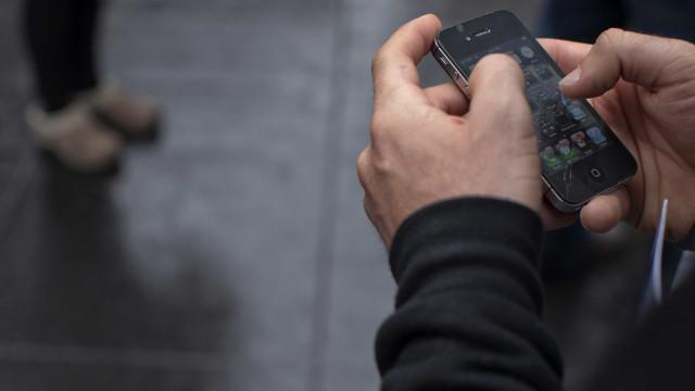 Contratação de empréstimos via celular dispara em 2017, dizem bancos