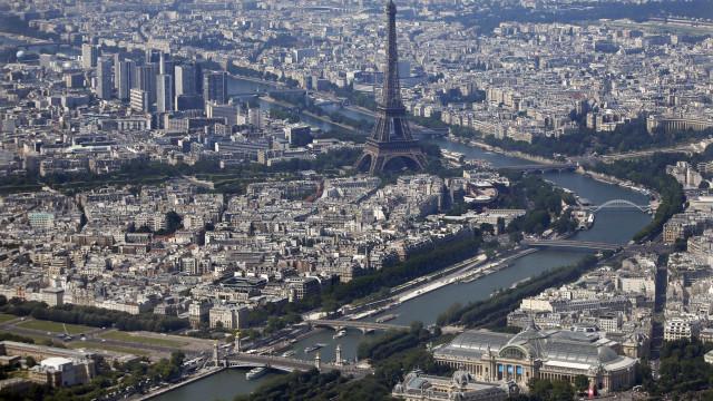 Paris e Amsterdam vencem e sediarão agências bancárias após Brexit
