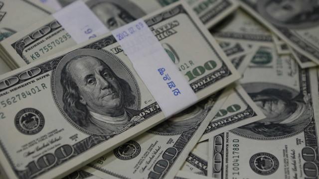 Dólar sobe 6% em abril e tem maior alta mensal desde novembro de 2016