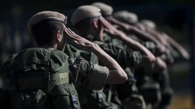 Sargento do Exército é preso com armas de uso restrito e drogas