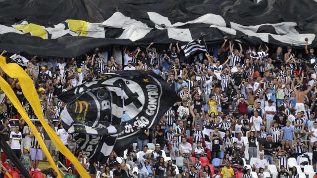 Com Engenhão lotado, Botafogo busca vaga diante de paraguaios
