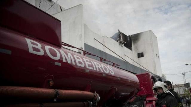 Casa de eventos onde mezanino desabou não tinha laudo dos bombeiros