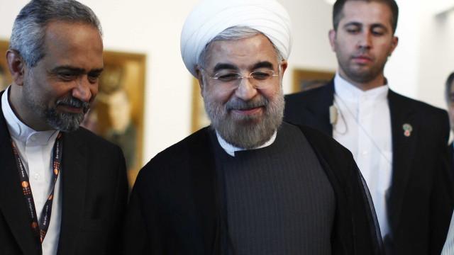 Irã desafia Trump e realiza com 'sucesso' teste com míssil